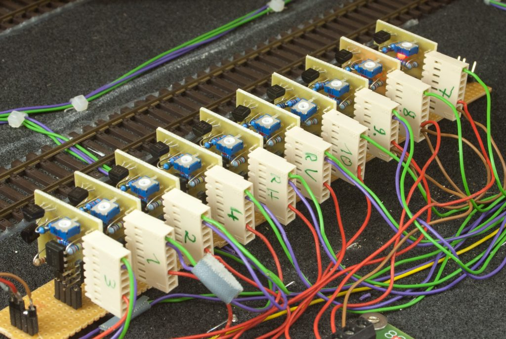 10 Lichtschranken mit gemeinsamer Spannungsversorgung