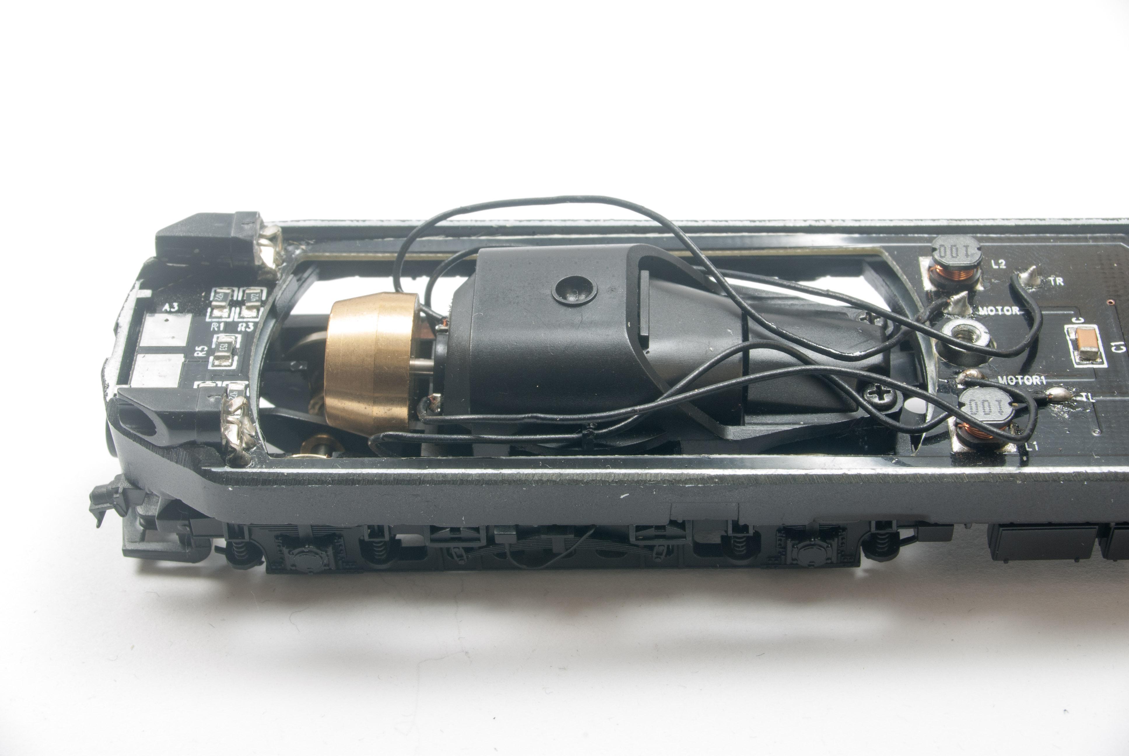 Drehgestell mit dem originalen, schräg eingebautem, einachsigen Antrieb.