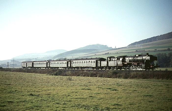 E685 (Hagen - Bestwig) mit 50 2771 am 23.10.1965 an der oberen Ruhrtalbahn