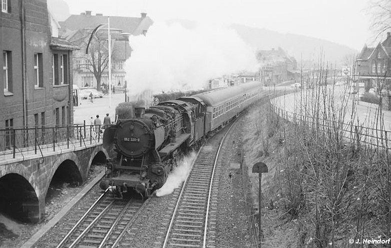 Unbekannter Zug mit 052 320 in den 1960 Jahren in Goslar