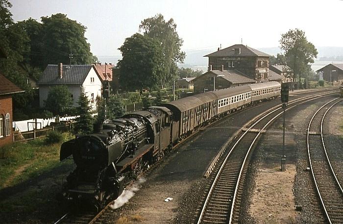 1864 (Hof - Bamberg) mit 050 411 am 29.7.1969 bei Neuenmarkt-Wirsberg