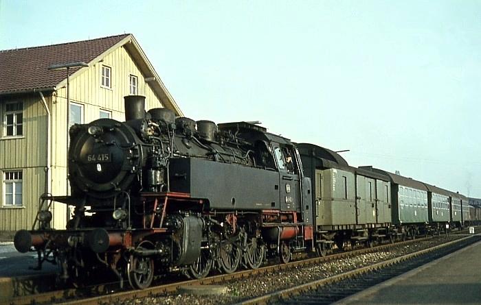P 1424 (Nördlingen – Aalen) mit 64 415 am 26.08.1967