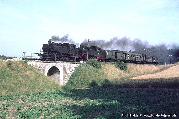 P1752 (Bayreuth - K'laibach) mit 64 206 und 64 248 am 28.7.1967 nahe Seybothenreuth