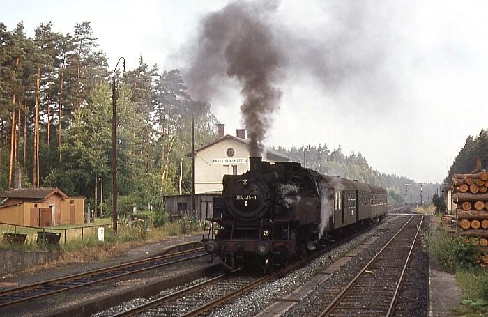 1750 (Bayreuth – Weiden) mit 064 415 am 01.08.1969 in Parkstein-Hütten