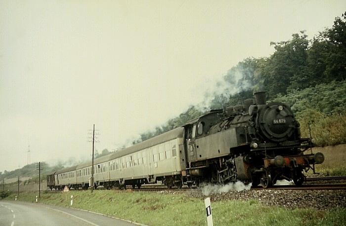 N1844 (Osterburken - Bietigheim) mit 64 079 am 10.8.1968 bei Heilbronn