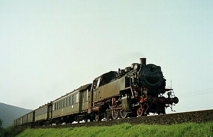 N2332 (Aschaffenburg – Miltenberg) mit 64 019 am 2.5.1969 bei Laudenbach