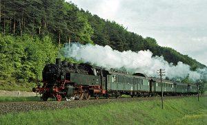 3304 (Aschaffenburg – Miltenberg Nord) mit 064 031 am 22.5.1970 bei Laudenbach