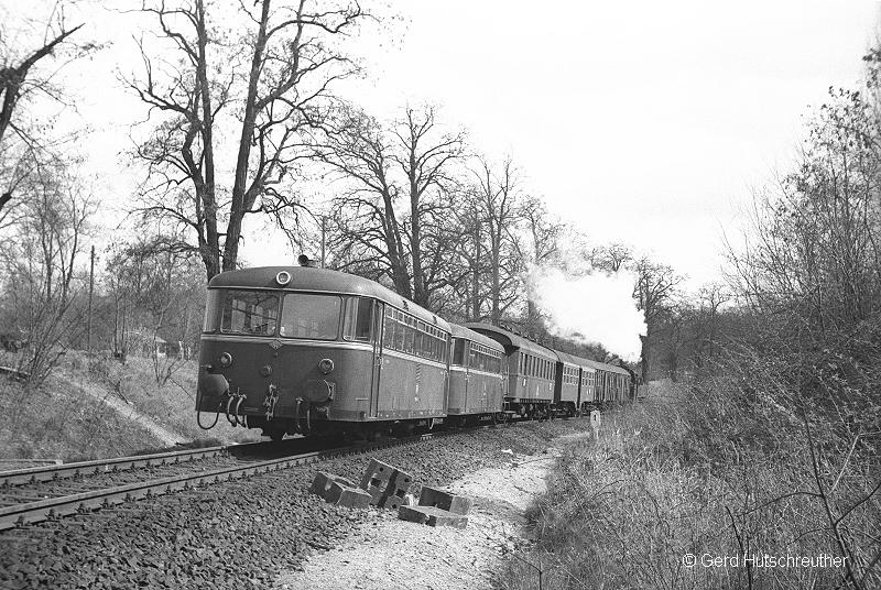 P3317 mit 064 247 im April 1972 zwischen Aschaffenburg Hbf und Aschaffenburg Süd