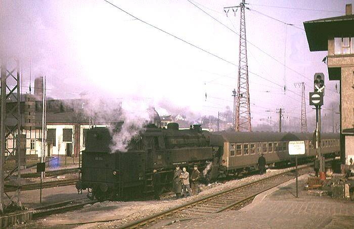 Unbekannter Zug mit 65 014 im April 1964