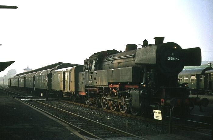 N1313 (Erbach – Darmstadt) mit 065 018 am 12.8.1968 in Wiebelsbach-Heubach