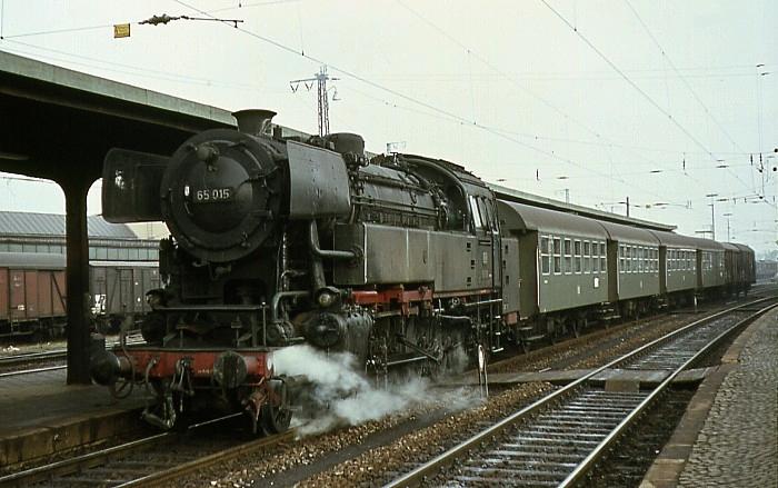 P1716 (Marburg – Gießen) mit 65 015 am 21.01.1967 in Gießen