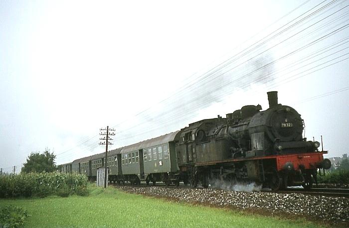 N1429 (Stuttgart – Aalen) mit 78 323 am 8.8.1968 bei Urbach