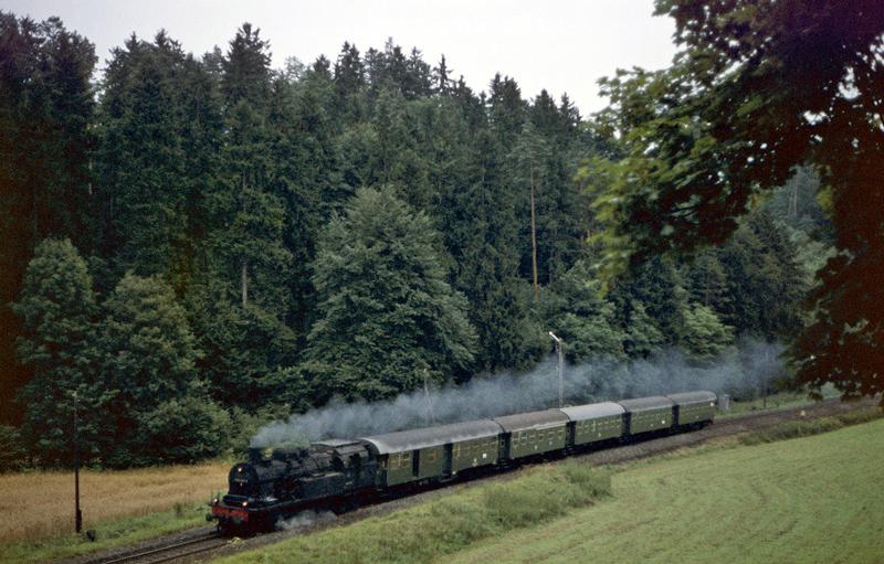 3989 (Rottweil – Horb) mit 078 453 am 20.8.1970 südlich des Hohenstein-Tunnels