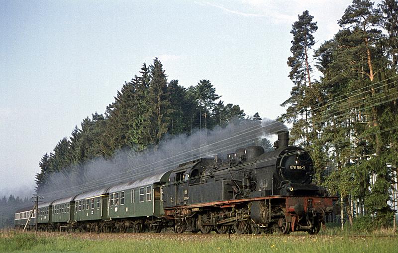 3902 Villingen – Rottweil mit 078 164 am 6.6.1971 westlich von Trossingen