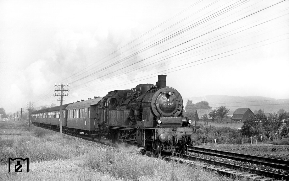 78 297 mit einem Eilzug nach Aalen bei Schorndorf am 06.06.1968
