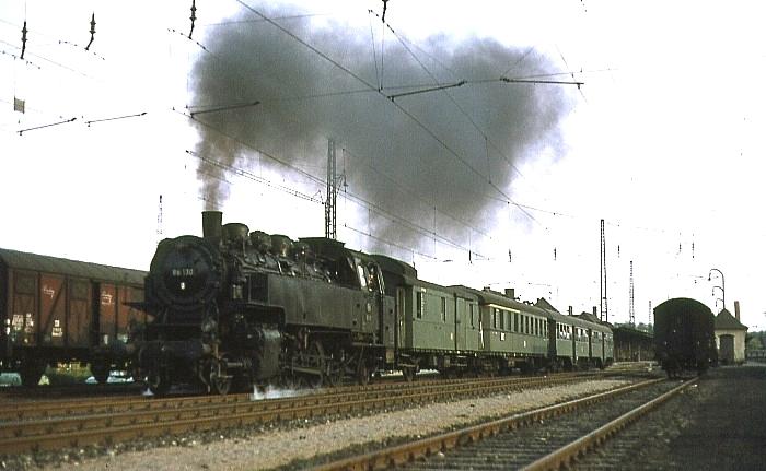 P1033 (Lichtenfels – Neustadt) mit 86 130 am 20.4.1968 in Coburg