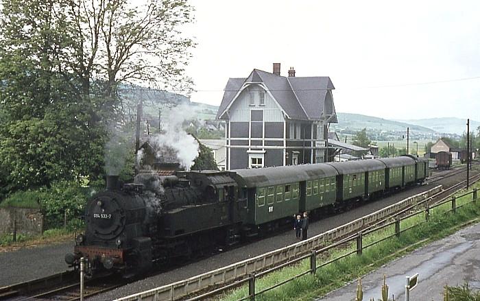 P3129 (Ewersbach – Dillenburg) mit 094 533 am 31.5.1969 in Frohnhausen