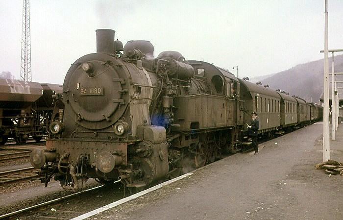Unbekannter Zug mit 94 1080 Mitte März 1965 in Dillenburg