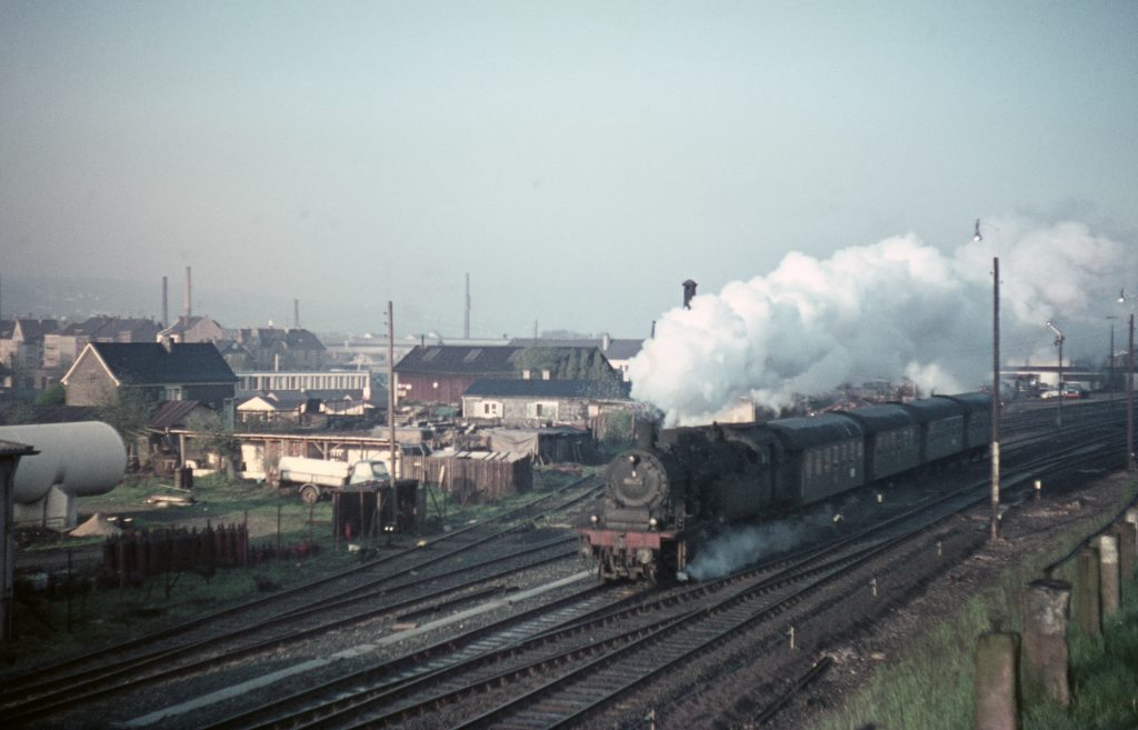 April 1966: 78 385 mit P4043 in Schwelm-Loh