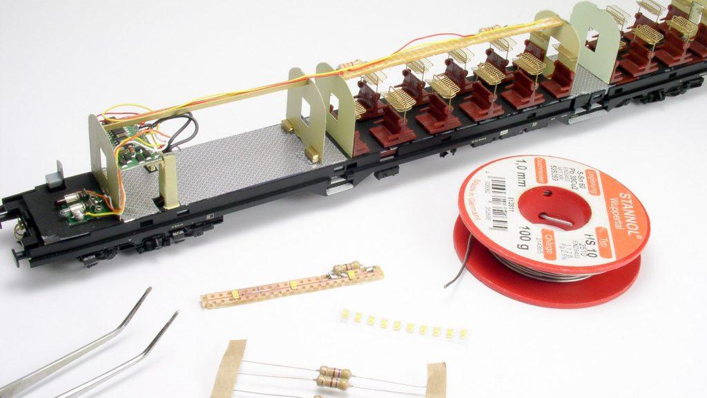 Decoder, Beleuchtung im mittleren Teil des Steuerwagens sowie das Material für die Beleuchtung des hinteren Teils.