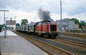 Sommer 1978: Nahverkehrszug mit V100
